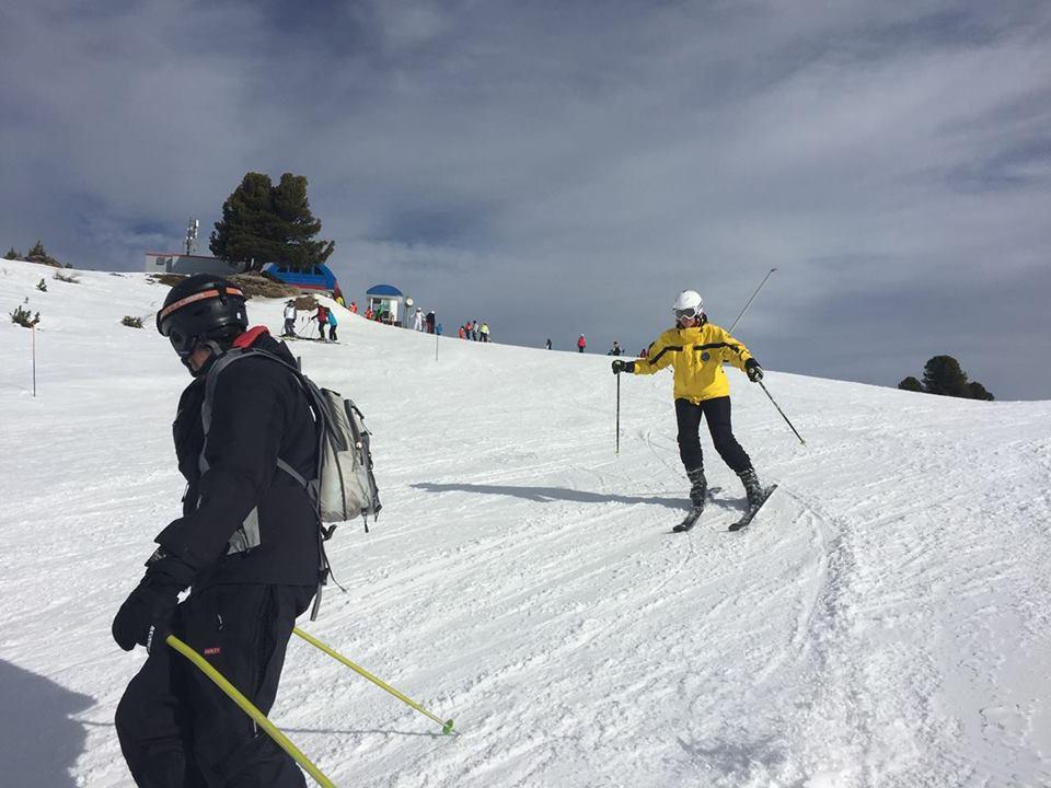 Natacha de montmollin, aveugle,fait du ski
