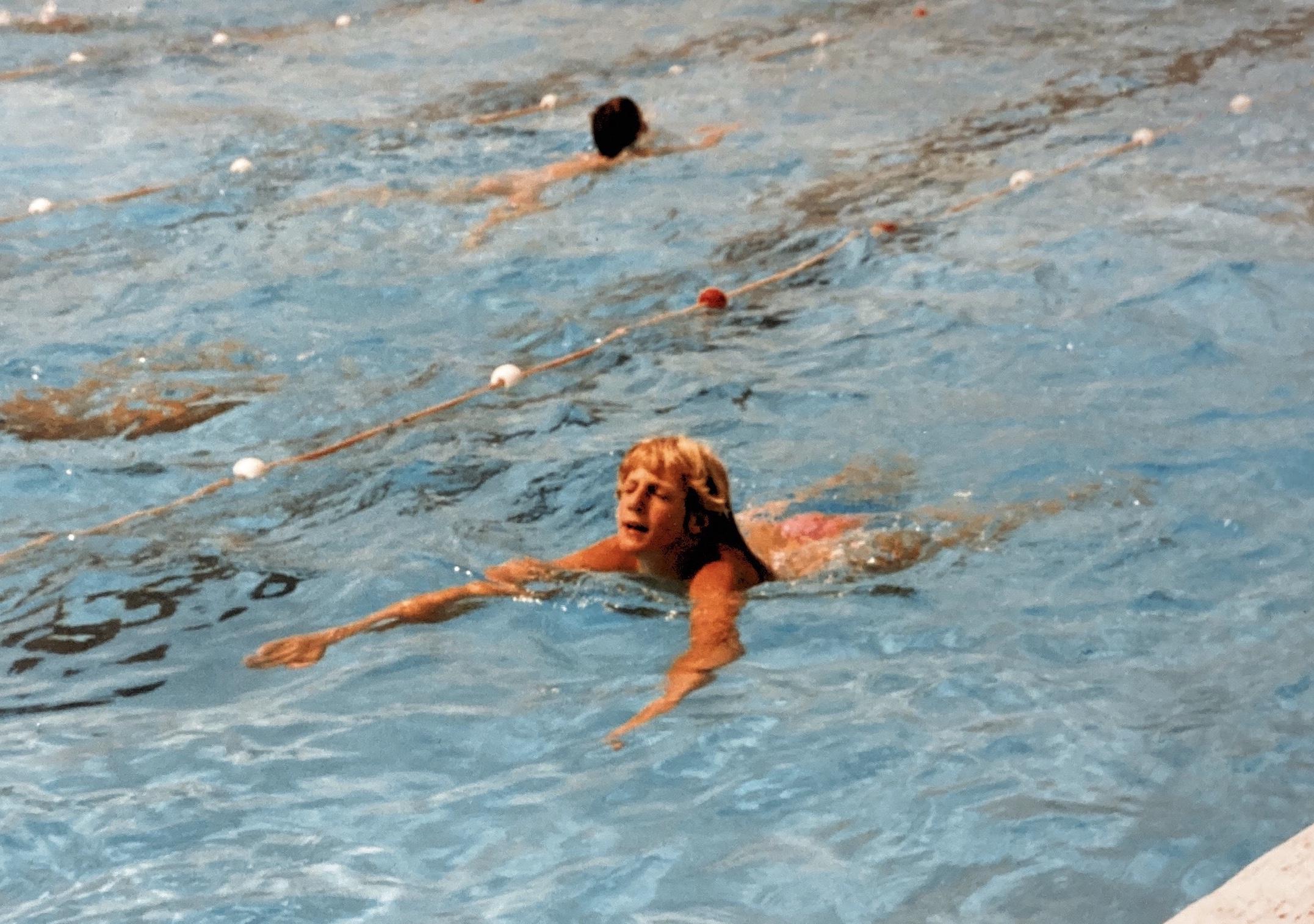 La nataion en piscine de la paersonne non-voyante